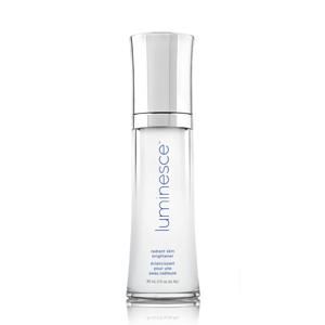 Obțineți o piele fără cusur cu acest gel unic de iluminare. Această formulă hidratantă conține ingrediente care reduc aspectul de hiper-pigmentare și îmbunătățesc aspectul porilor pentru o piele sănătoasă și luminoasă. Vedeți îmbunătățiri vizibile cu acest gel foarte eficient. DIMENSIUNE: 30 mL